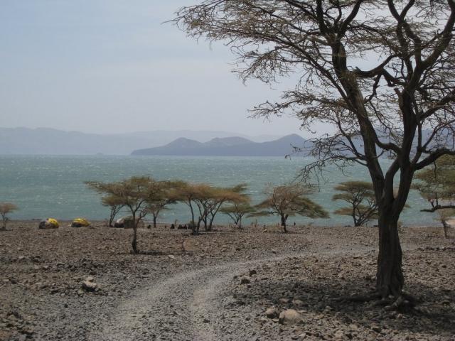 Озеро Рудольф. Найбільше у світі озеро посеред пустелі. (7)