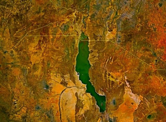 Озеро Рудольф. Найбільше у світі озеро посеред пустелі. (1)