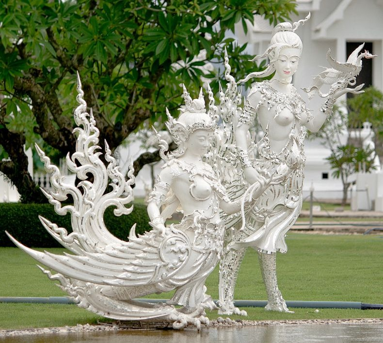 Храм Ват Ронг Кхун, або Білий Храм - химерна суміш традиційної тайської архітектури і ірреальних елементів. Фото (7)
