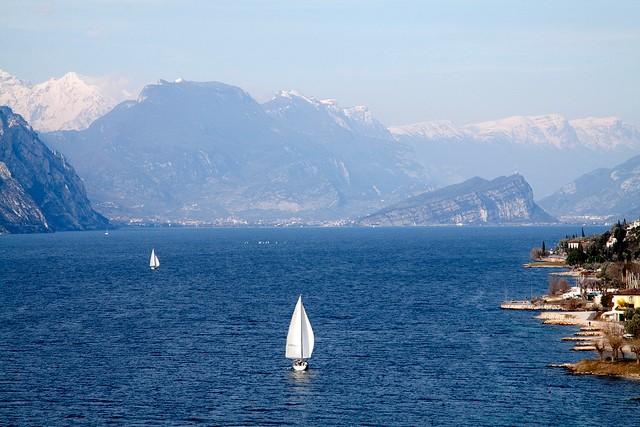 Найбільше озеро в Італії та одна із наймальовничіших водойм країни - Озеро Гарда (1)