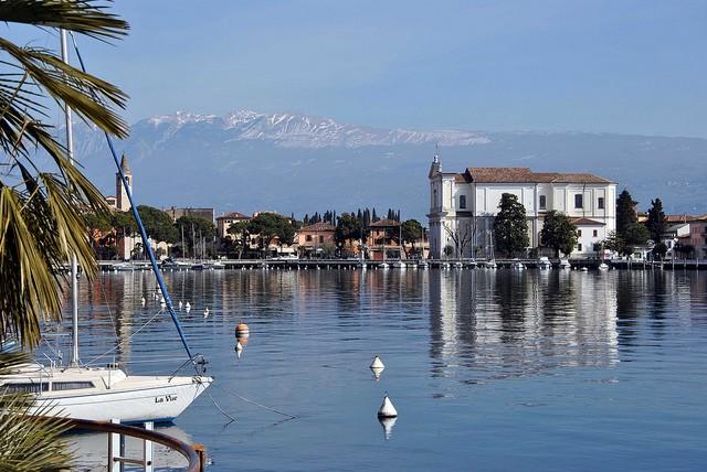 Найбільше озеро в Італії та одна із наймальовничіших водойм країни - Озеро Гарда (2)