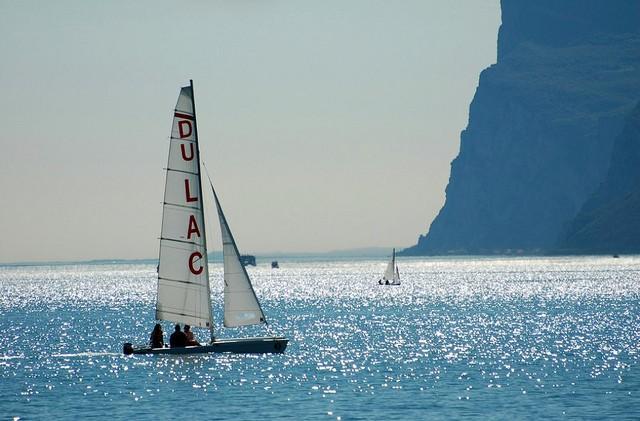 Найбільше озеро в Італії та одна із наймальовничіших водойм країни - Озеро Гарда (3)