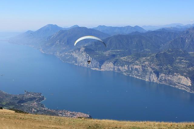Найбільше озеро в Італії та одна із наймальовничіших водойм країни - Озеро Гарда (4)