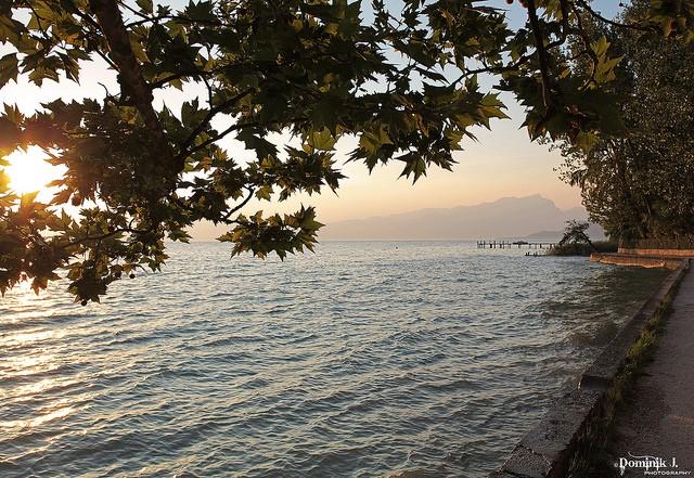 Найбільше озеро в Італії та одна із наймальовничіших водойм країни - Озеро Гарда (5)