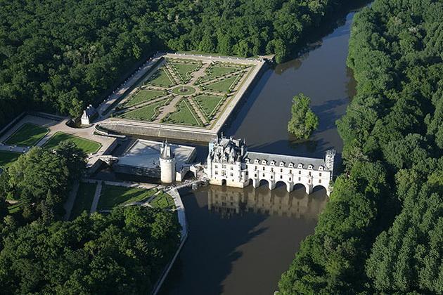 Вишуканий та елегантний, витончений і романтичний замок Шенонсо, або «дамський замок» (1)