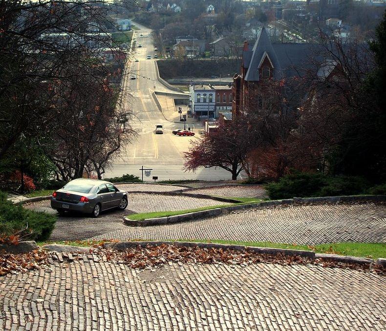 Ода з найбільш звивистих вулиць світу - Провулок Змії в Берлінгтоні, Айова (2)