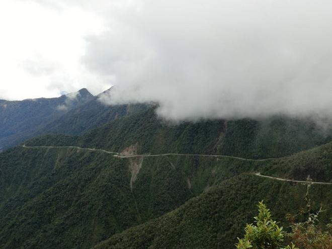 Моторошна та запаморочлива дорога смерті в Болівії (1)