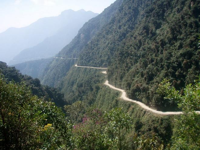 Моторошна та запаморочлива дорога смерті в Болівії (2)