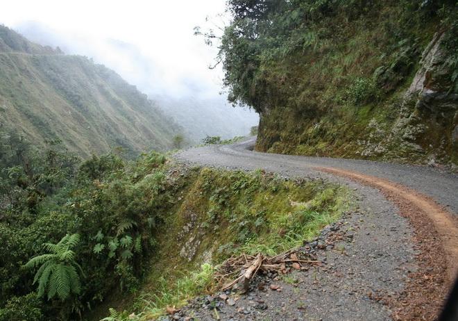 Моторошна та запаморочлива дорога смерті в Болівії (3)