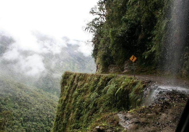 Моторошна та запаморочлива дорога смерті в Болівії (4)