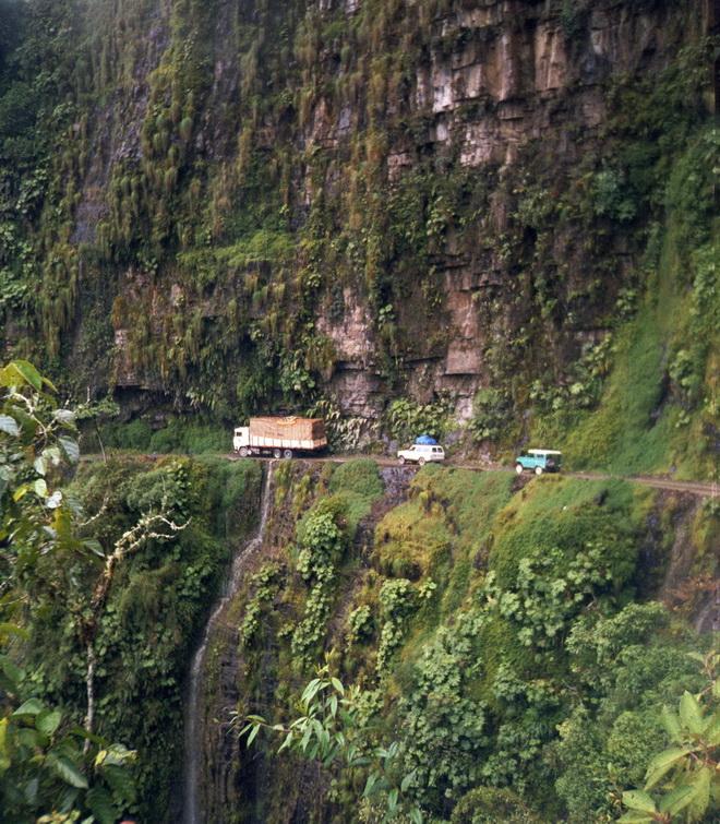 Моторошна та запаморочлива дорога смерті в Болівії (5)