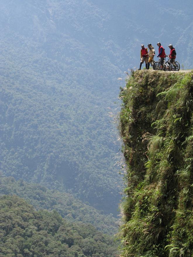 Моторошна та запаморочлива дорога смерті в Болівії (7)