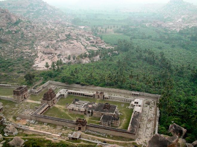 Руїни стародавнього міста Віджаянагара, Індія (16)