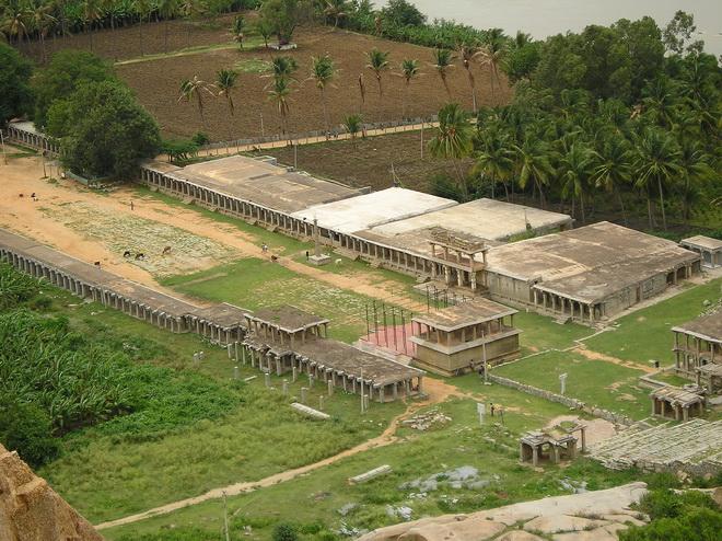 Руїни стародавнього міста Віджаянагара, Індія (15)