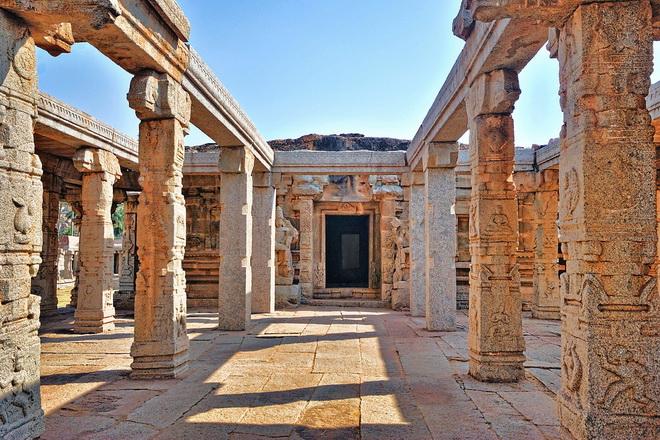 Руїни стародавнього міста Віджаянагара, Індія (13)