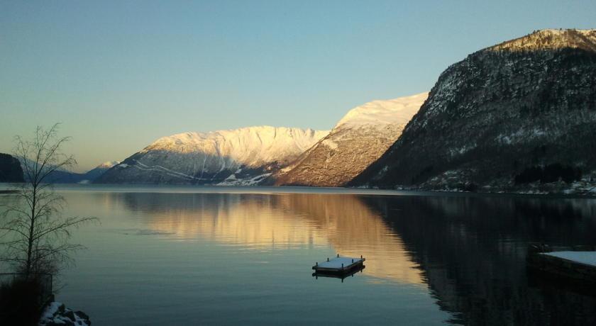 Одне з найкрасивіших озер світу, озеро Хорніндальсватнет (2)