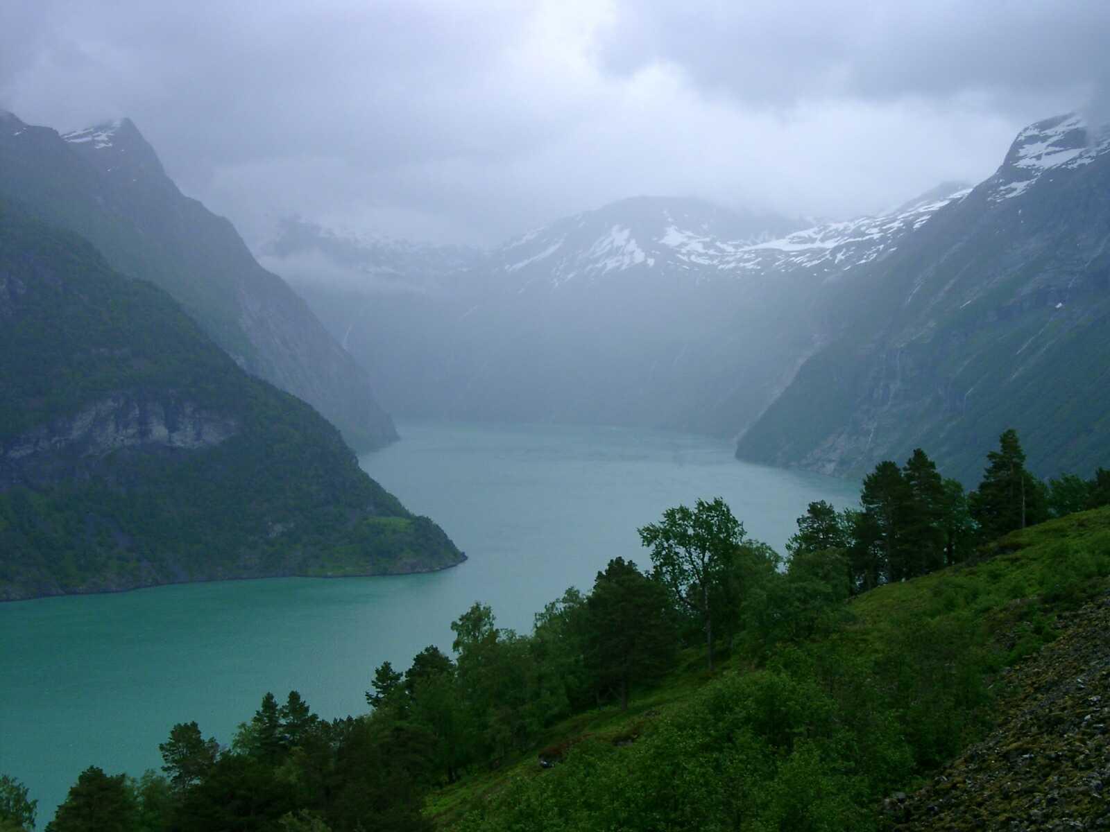 Одне з найкрасивіших озер світу, озеро Хорніндальсватнет (1)