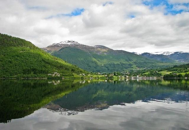 Одне з найкрасивіших озер світу, озеро Хорніндальсватнет (14)