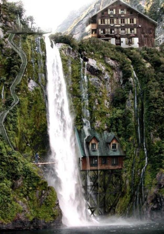 Будинок під водоспадом, Швейцарія. Цікаво, як жити в такому місці?