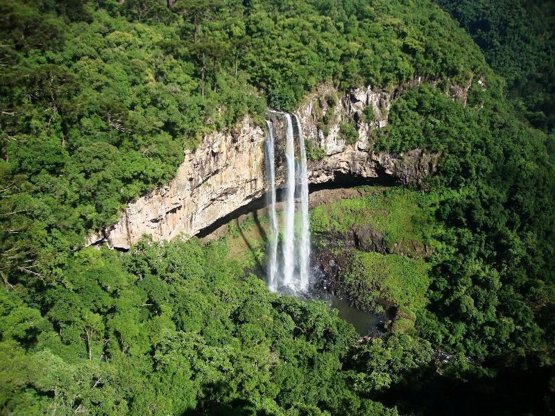 Водоспад Каракол, мальовничий водоспад в лісах Бразилії (3)
