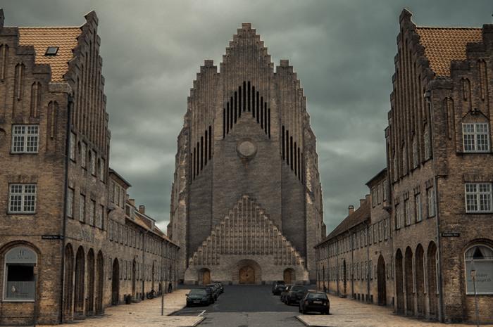 Церква Грундтвіга і її оригінальна архітектура, Данія (19)