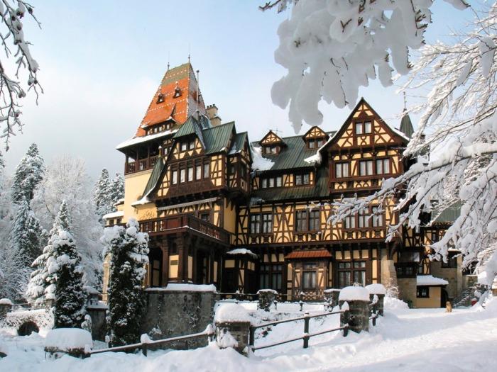 Romania-Peleisor_Castle_winter_Wallpaper