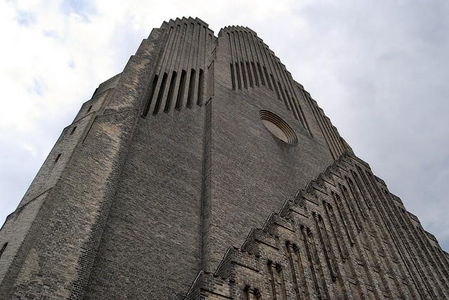 Церква Грундтвіга і її оригінальна архітектура, Данія (4)