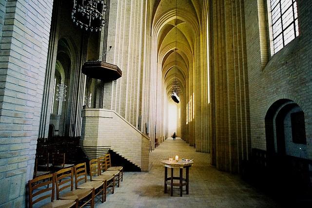 Церква Грундтвіга і її оригінальна архітектура, Данія (12)
