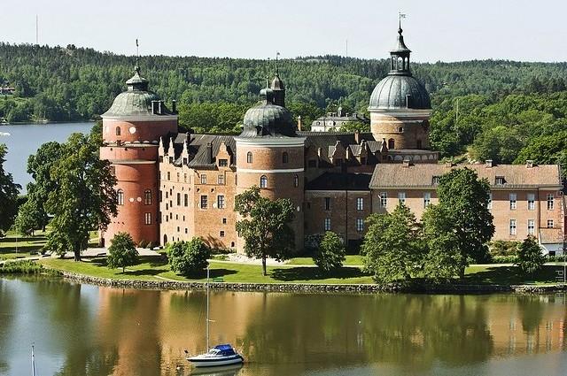 Старовинний замок Гріпсгольм, що на березі мальовничого озера Малар, Швеція (фото) (15)
