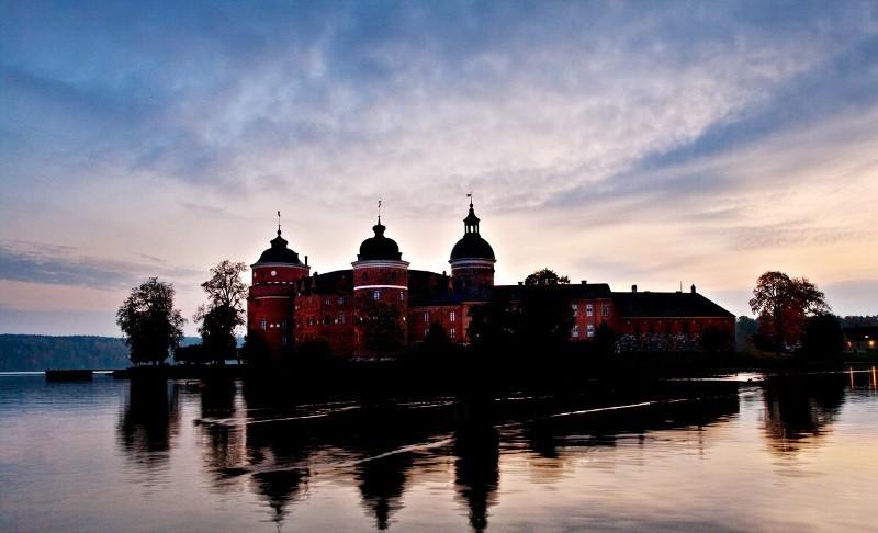 Старовинний замок Гріпсгольм, що на березі мальовничого озера Малар, Швеція (фото) (4)