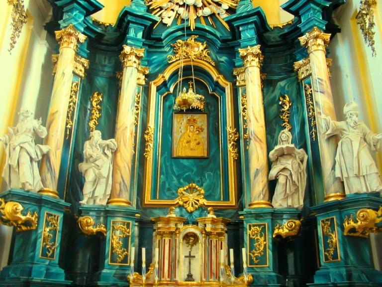 скульптури Пінзеля в Успенському костелі