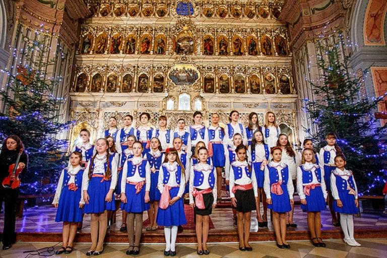 Великий святковий концерт  фото: Йожеф Кіш