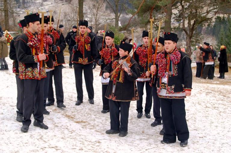 Різдвяні колядники з Верховинського району. Фото: Володимир Дубас