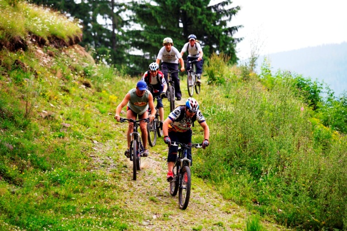 12 ідей як відпочити в Карпатах bicycle tour transylvania