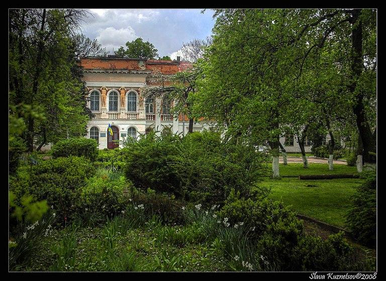 Парк перед палацом фото: yarokuznetsov