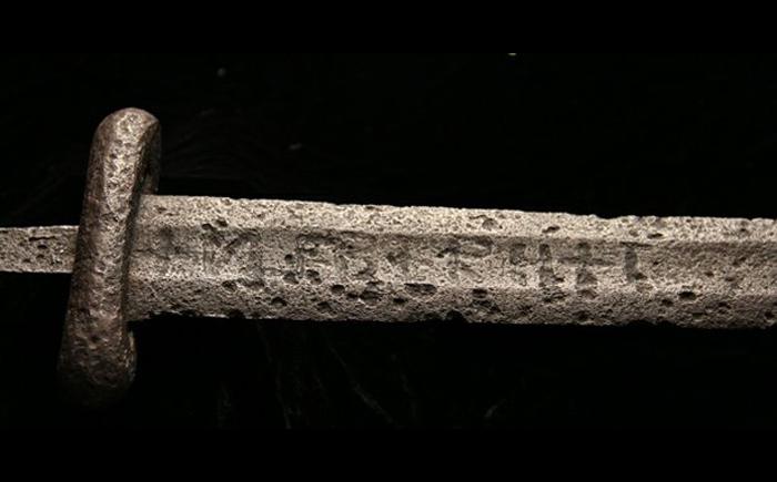 original_mysterious-swords-12