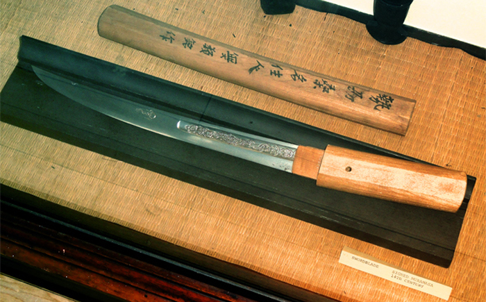 original_mysterious-swords-4