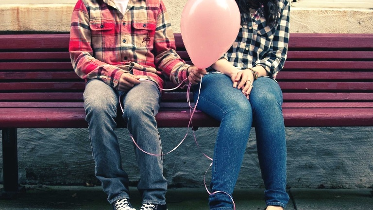 Картинка: Девушка, шарик, парень