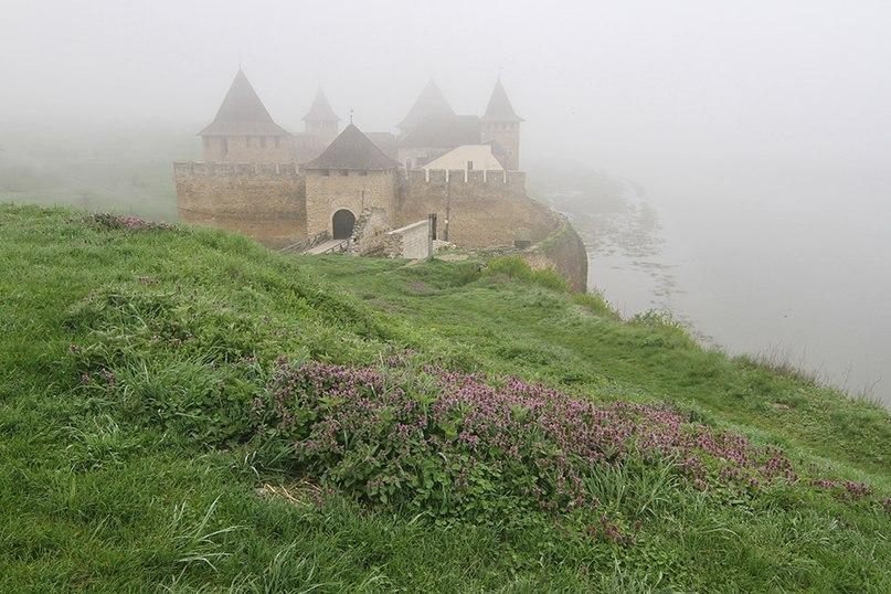Хотинська фортеця у ранкововму тумані Фото: Потьомкіна Оксана