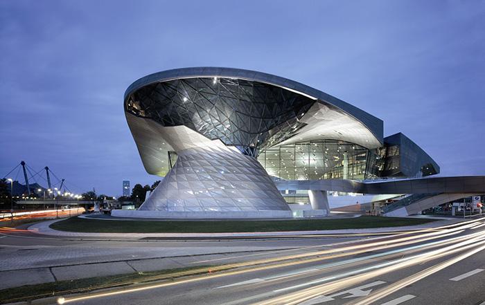 """Багатофункціональний виставковий центр """"Світ BMW"""""""