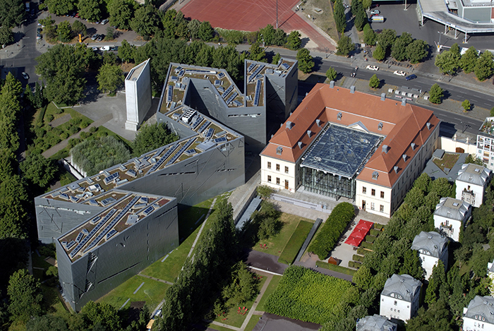 Музей Голокосту з висоти пташиного польоту