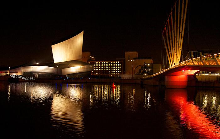 Будівля музею вночі