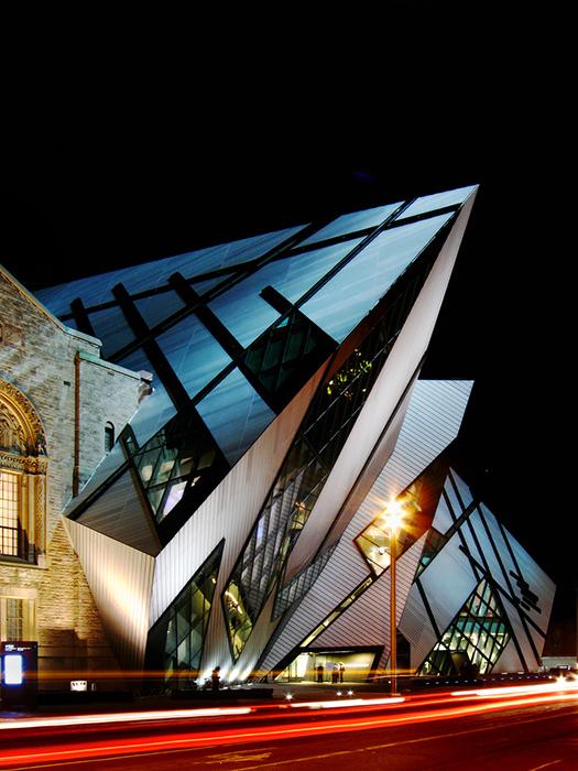 Королівський музей Онтаріо вночі