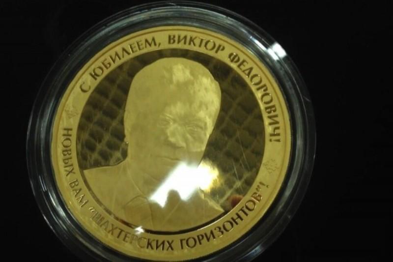 Золота медаль вагою 1 кілограм