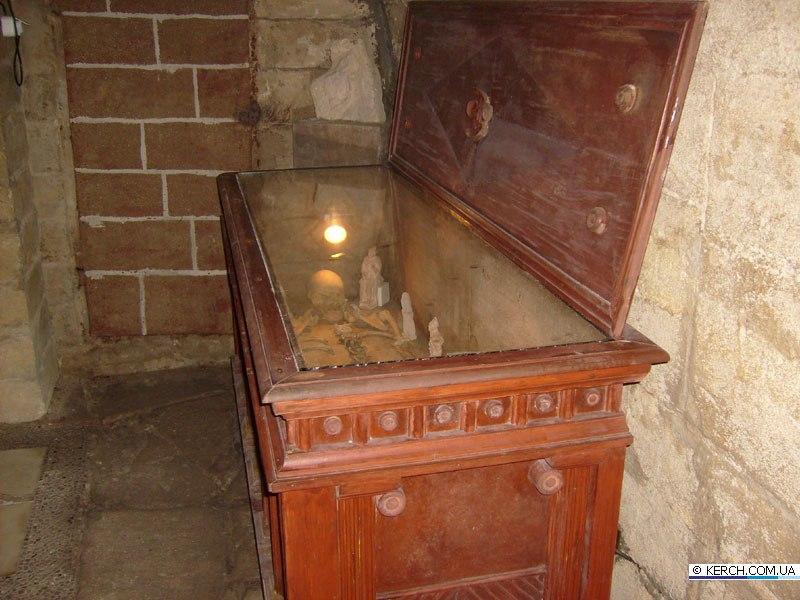 Копія саркофагу  фото:  KERCH.COM.UA
