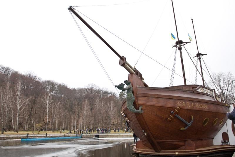 Корабель Януковича фото: comments.ua