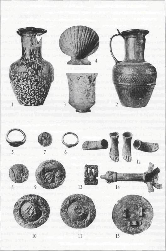 Предмети, знайдені у склепі  фото: bosporuscrypt.ru