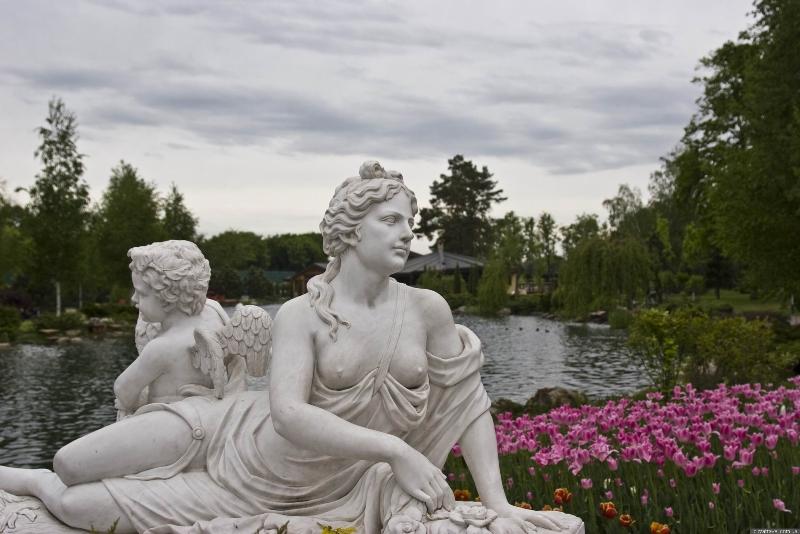 У парках багато квітів - як у ботанічному саду фото: Yuriy Buriak
