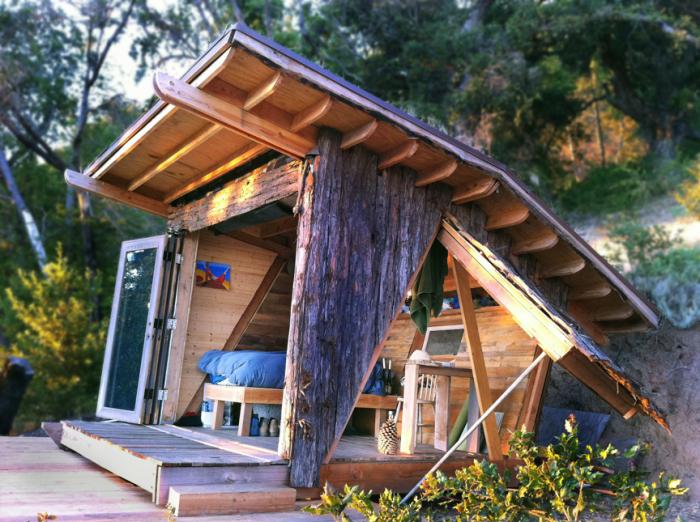 Оригінальний дерев'яний будиночок для відпочинку