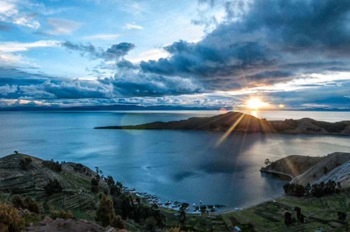 Озеро Тітікака на заході сонця. Болівія. Автор фото: Antony Harrison.